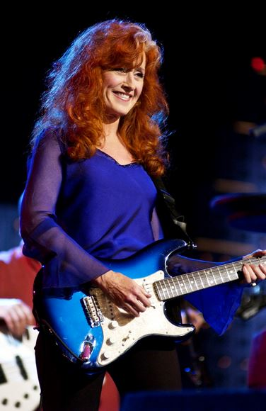 Photos & Videos  Bonnie Raitt - Mozilla Firefox_2013-07-07_18-45-06