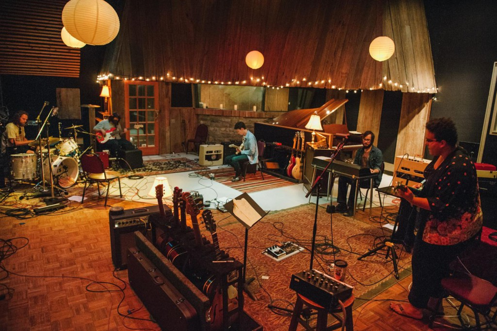 Alabama-Shakes-in-the-studio-2048x1365