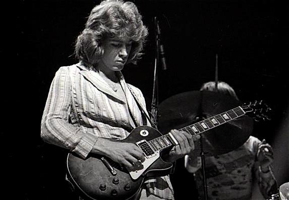 Mick-Taylor-playing-slide-1972